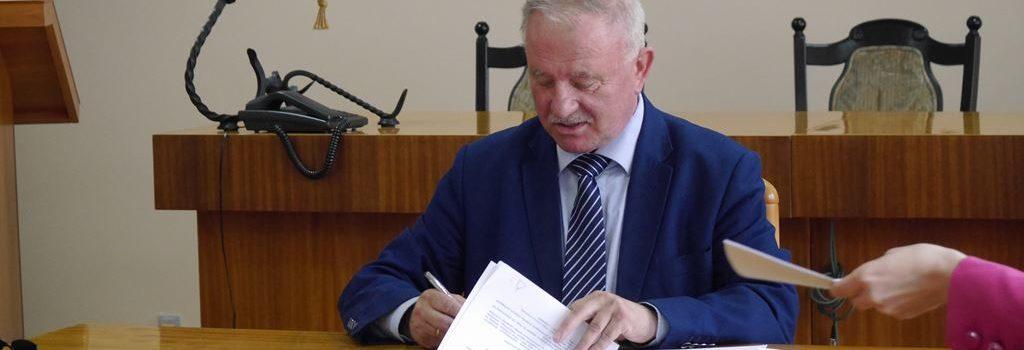 podpisanie umowy rozbudowe szkoly w polchowie 2017 (1)