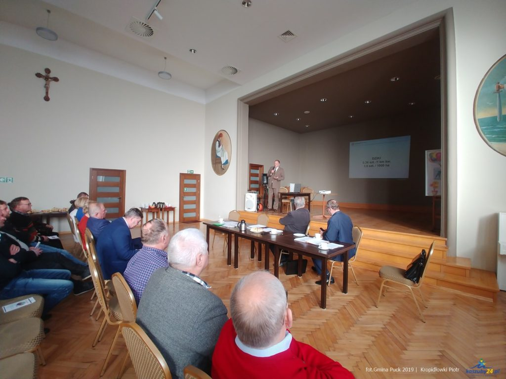 Spotkanie informacyjne z rolnikami z powiatu puckiego. Przestrzegano przez wirusem ASF 05